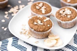 Frühstücks-Muffins mit Haferflocken und Banane