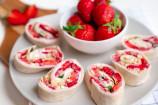 Frühstücks-Wrap mit Erdbeeren