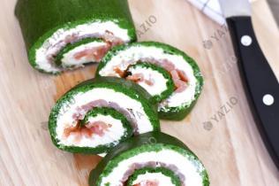 Frischkäse-Spinat-Rolle mit Lachs