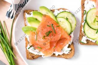 Toast di avocado e salmone affumicato