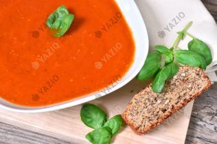 Zuppa di pomodoro mediterranea