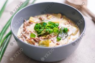 Zuppa di formaggio e porro con manzo macinato