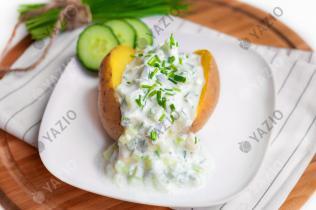 Patate bollite con yogurt alle erbe