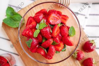 Erdbeer-Salat mit Basilikum