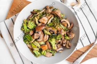 Hähnchenpfanne mit Pilzen und Brokkoli