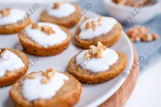 Bananenbrot-Taler mit Honig-Joghurt-Topping