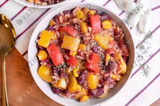 Riz, haricots rouges & maïs dans une casserole