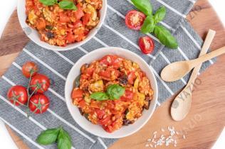 Tomatenrisotto mit geröstetem Gemüse